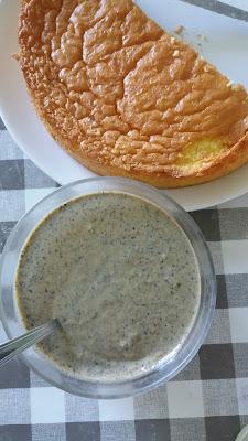 Génoise légère et crème anglaise au sésame noir ;Génoise légère et crème anglaise au sésame noir