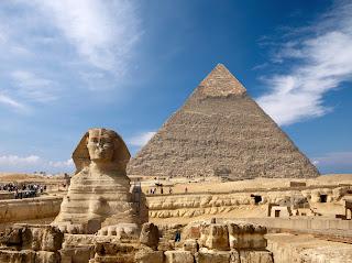 Сфинкс и большая пирамида в Египте