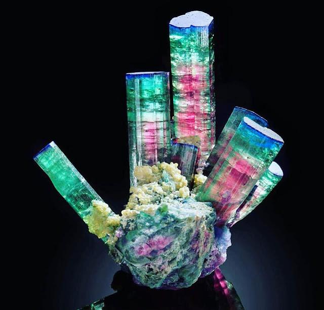 Concurso de Fotografía del Mes de Marzo de 2018. Fotografías de Minerales de los grupos Sulfuro y Sulfato. 29249649_1672235719533392_5872186270431576064_n