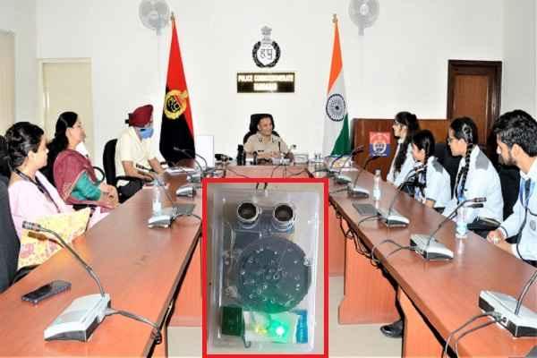 faridabad-students-make-electronic-devise-for-social-distancing-alert