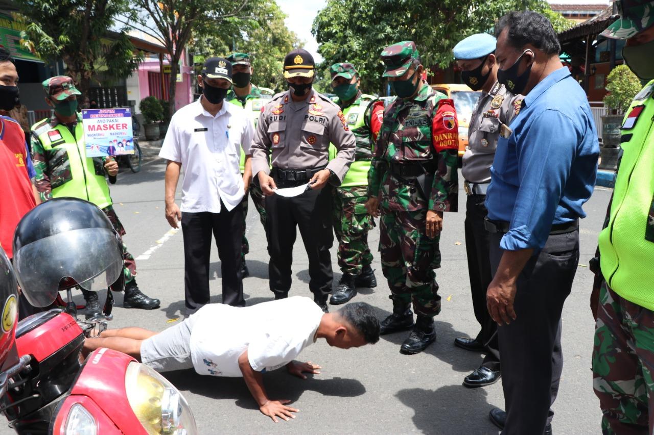 Disiplinkan Warga, Tiga Pilar Kecamatan Tulungagung Giatkan Operasi Yustisi Protokol Kesehatan