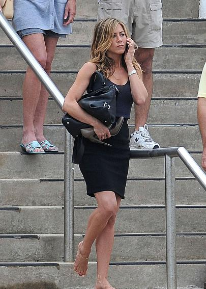 walks bikini aniston in Jennifer by