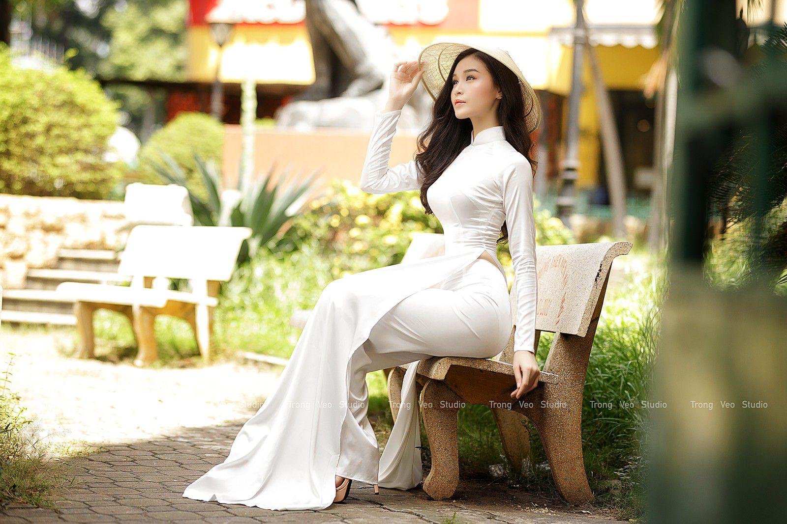 Ngắm bộ ảnh hoa khôi Phương Đoan đẹp hú hồn trong tà áo dài trắng thướt tha 2
