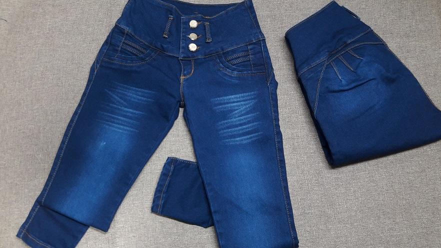 Modelo # 19 – Tono Azul  oscuro con franjas al frente -