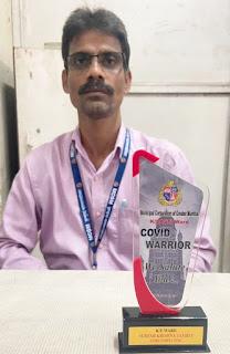 कोरोना योद्धा की ट्रॉफी से सम्मानित किए गए सुरेश तांबे | #NayaSaberaNetwork