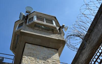 النمسا هرب 3 سجناء بطريقة هوليودية من السجن
