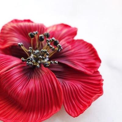 Broche fleur rouge detail La Fille du Consul statement jewel bijou createur