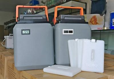 termos kst con termometros Paquetes frios cajas conservadoras de vacunas gris tapa negra asa anaranjada color plomo