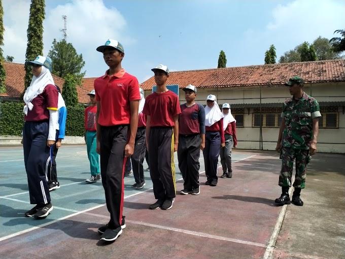 Tingkatkan kedisiplinan Siswa SMAN 6 Surakarta, Serka Nasirin Gembleng PBB