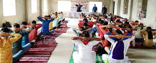 शरीर को स्वस्थ रखने के लिये करें नियमित योगाभ्यासः राज यादव   #NayaSaberaNetwork