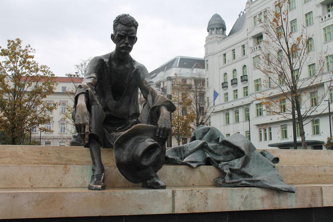 La statua di József Attila