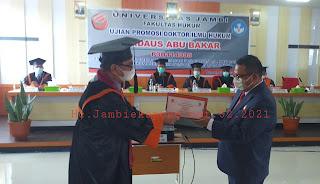 Sah Notaris Firdaus Abu Bakar Menyandang Gelar Doktor.