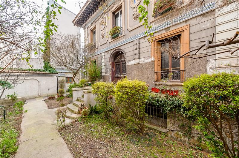 Exterior of run down Paris home for sale in the 19th seen on Hello Lovely Studio