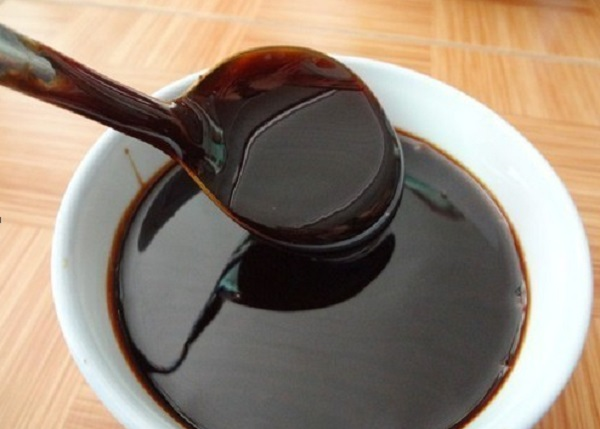 What are the benefits of black honey for dry hair and health?