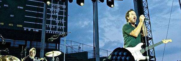 eddievedder-chicgo-stadium-live