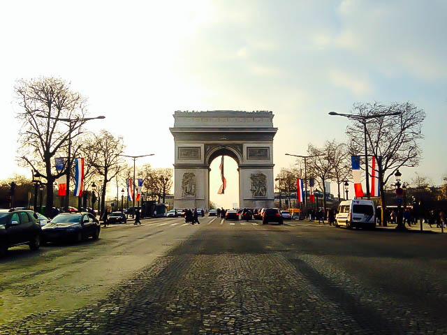How To Do Paris On A Budget: Arc de Triumphe
