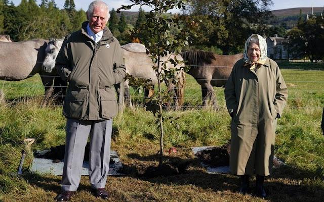 Queen Elizabeth met with local schoolchildren from Crathie Primary School at the Balmoral Estate