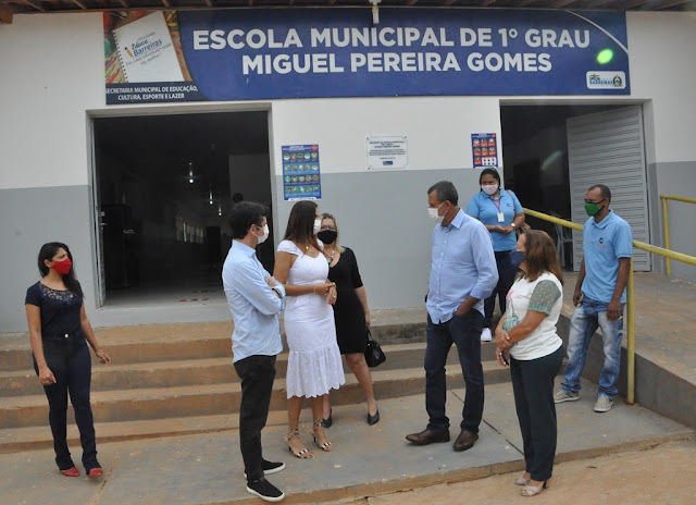 Prefeito Zito Barbosa acompanha retorno das aulas presenciais em Barreiras