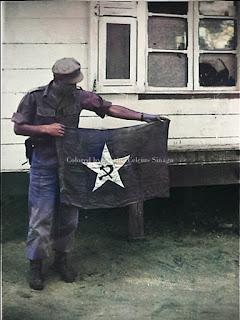 bendera berlambang komunis dengan palu dan sabit