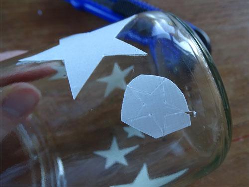 ster met tape aanbrengen op glas