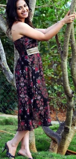 Telugu Actress Richa Pallod Latest Hot Pics Navel Queens