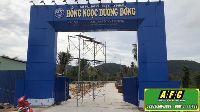 Thi công mặt dựng Alu cổng chào Hồng Ngọc Dương Đông Phú Quốc