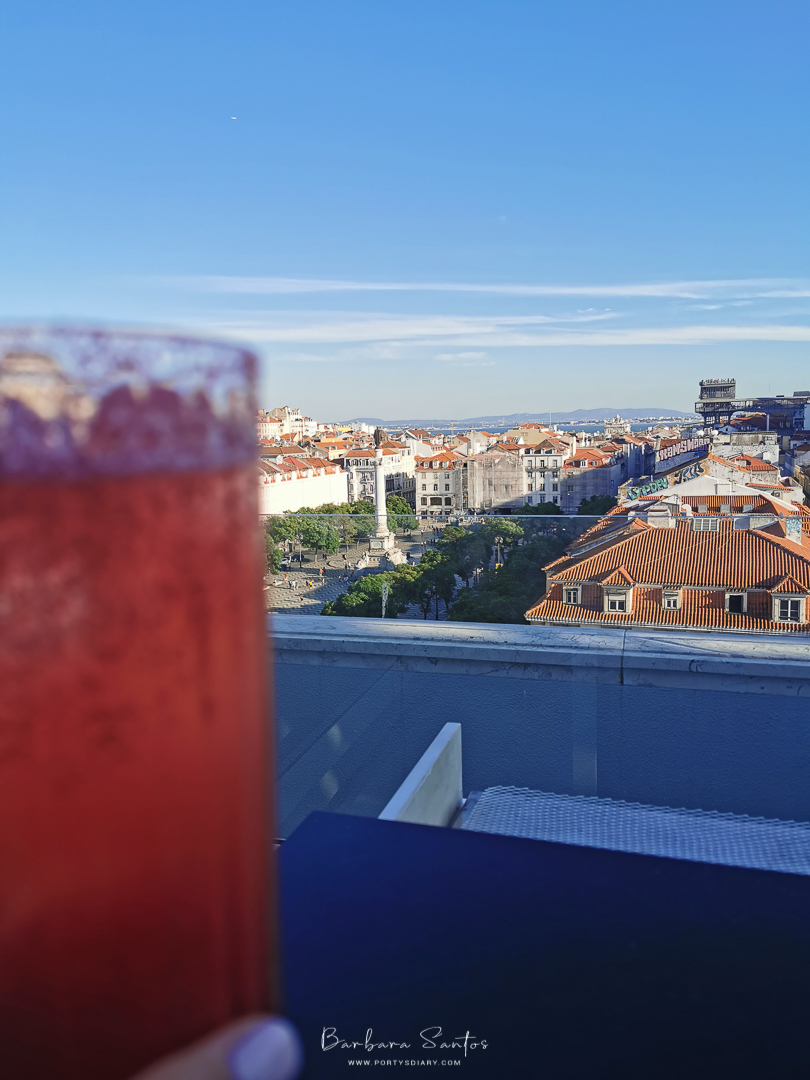 Raspberry Cocktail and Rossio in the background at Rossio Gastrobar, Lisbon, Portugal. All photos by Barbara Santos (Huawei P30 Pro)