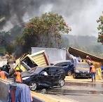Tabrakan Beruntun Puluhan  Kendaraan di Tol Cipularang