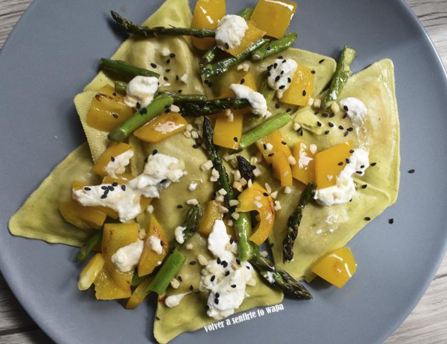 Recetas con Yogur de Oveja - Pasta rellena con verduras, yogur y sésamo negro