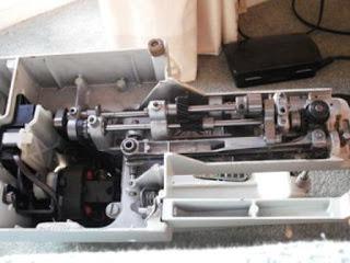 crank shaft menggerakkanplunger naik turun