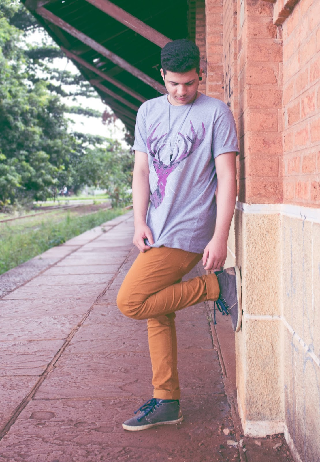 Longline masculina com calça marrom (!)