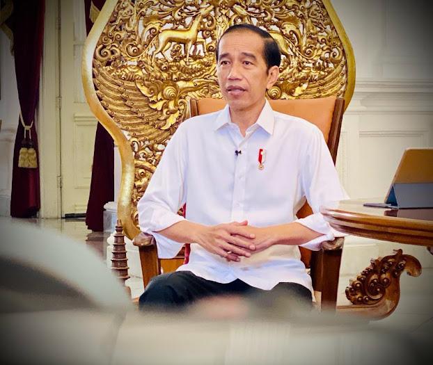 Presiden Joko Widodo Memberikan Vaksin Covid-19 Kepada Masyarakat Indonesia Gratis