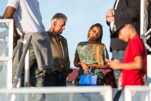 Photos of Beyonce And Bill Clinton At Made In America In Philadelphia