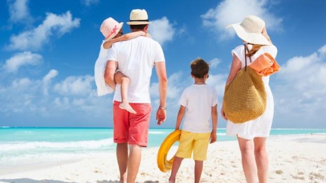 Φθηνές διακοπές για 300.000 δικαιούχους με voucher Κοινωνικού Τουρισμού