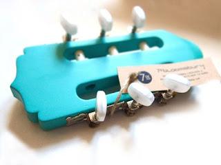 clavijero de guitarra convertido en perchero