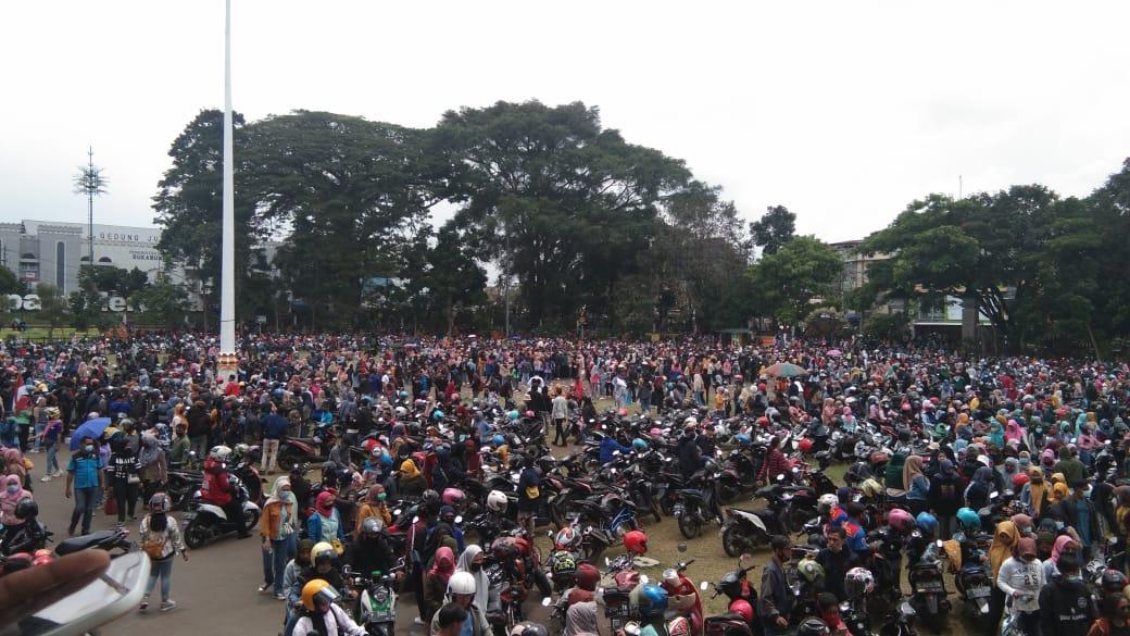 Gruduk Gedung DPRD, Ini Tuntutan Buruh Sukabumi