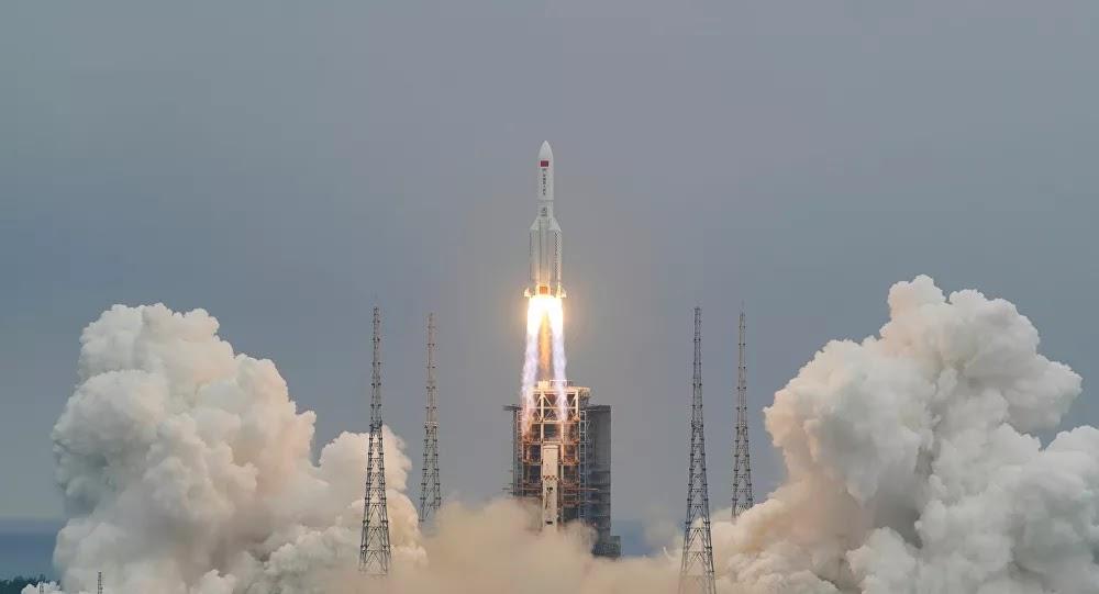 """صاروخ صيني """"خارج عن السيطرة"""" يسقط على الأرض خلال أيام"""