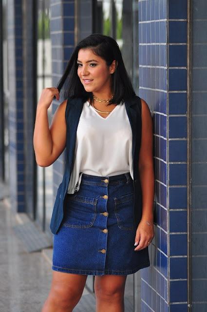 Está na moda: Saia Jeans com Botão Frontal