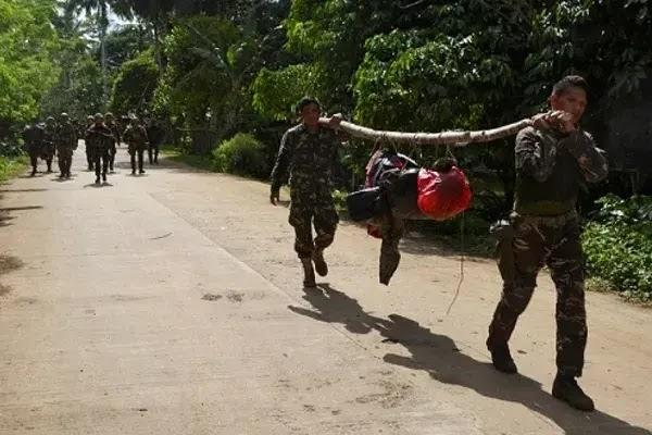 Tentara filipina mencari persembunyian kelompok maute