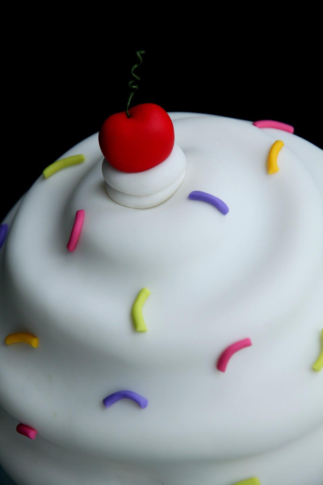 Sugar Creation: Giant swirly cupcake