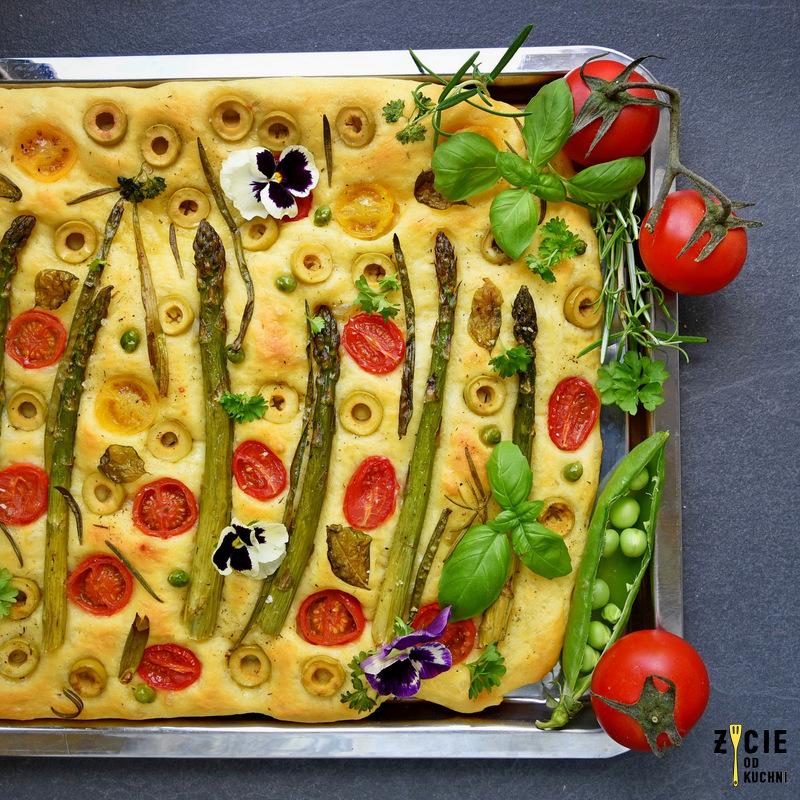 focaccia art, focaccia, focaccia ze szparagami, focaccia jak obraz, najlepsza focaccia, focaccia z pomidorkami i oliwkami, focaccia z oliwkami, jak zrobic focaccie, zycie od kuchni