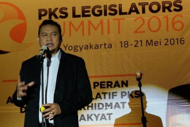 Cak Lontong Kocok Perut Ribuan Politikus PKS