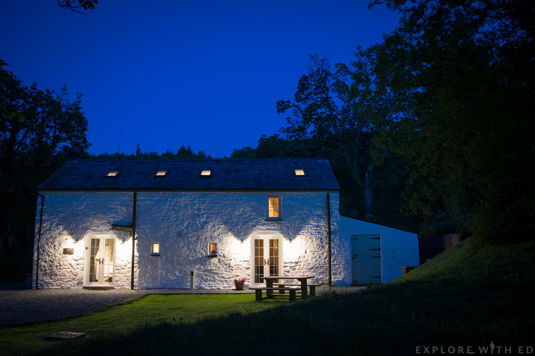 Tyn y Coed Cottage at night