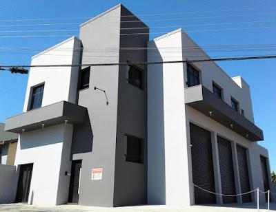 A região do Real Parque, no distrito de Barão Geraldo, em Campinas, agora conta com este edifício comercial de usos variáveis.