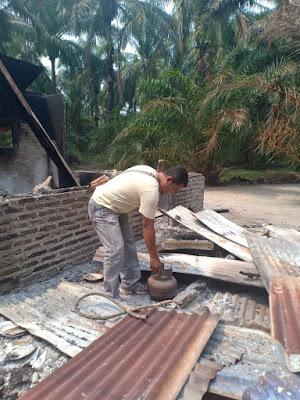 Kompor Gas Meledak, Rumah Semi Permanen Terbakar