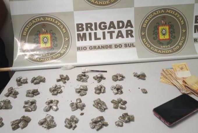 Brigada Militar prende mãe e filha com 126 porções de maconha em Gravataí