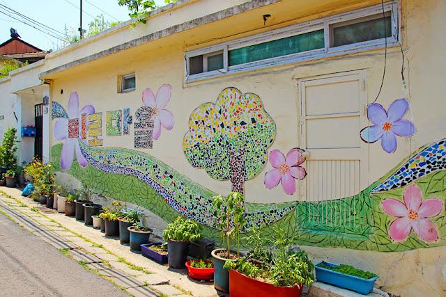 Fun free daegu travel 6 best mural villages in korea for Mural village