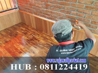 begini membersihkan lantai kayu dengan cara profesional