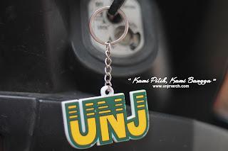 Gantungan kunci rasa UNJ ini cocok sekali buat dipakai di kunci motor, rumah, atau di tas kamu