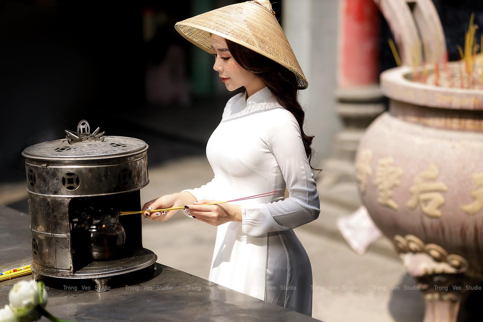 Ngắm hot girl Lục Anh xinh đẹp như hoa không sao tả xiết trong tà áo dài truyền thống - 22